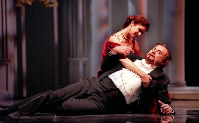 MD.55.MADRID,30.10.00.- Constantino Romero y Vicky Peña durante la representación de la obra